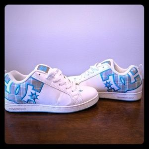 DC sneakers women's court graffik se